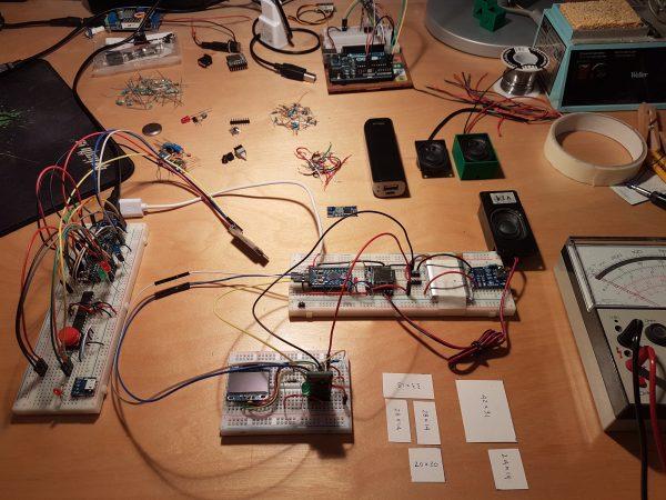 Een blik in de R&D keuken. Om onze Tellmies steeds slimmer en beter te maken wordt er veel geknutseld en geëxperimenteerd.