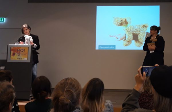 Tellmie Buddy on stage in Frankfurt bij het Hands On! congres (samen met Martine en Hanne).