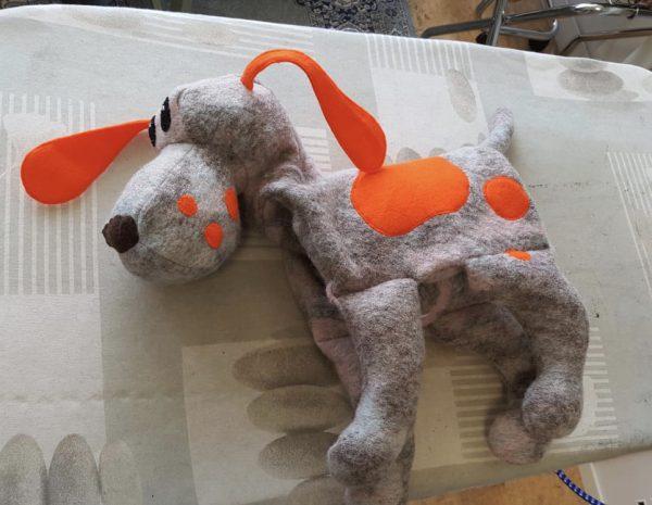 Het oranje prototype van groene Tellmie Doerak. Lekker fel!