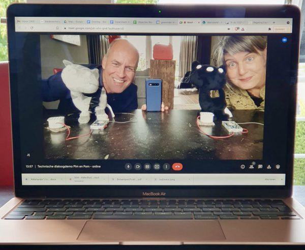 Onlangs gaven we een online demo van twee Tellmies die ook met elkáár kunnen praten. Leuk! #audiotour